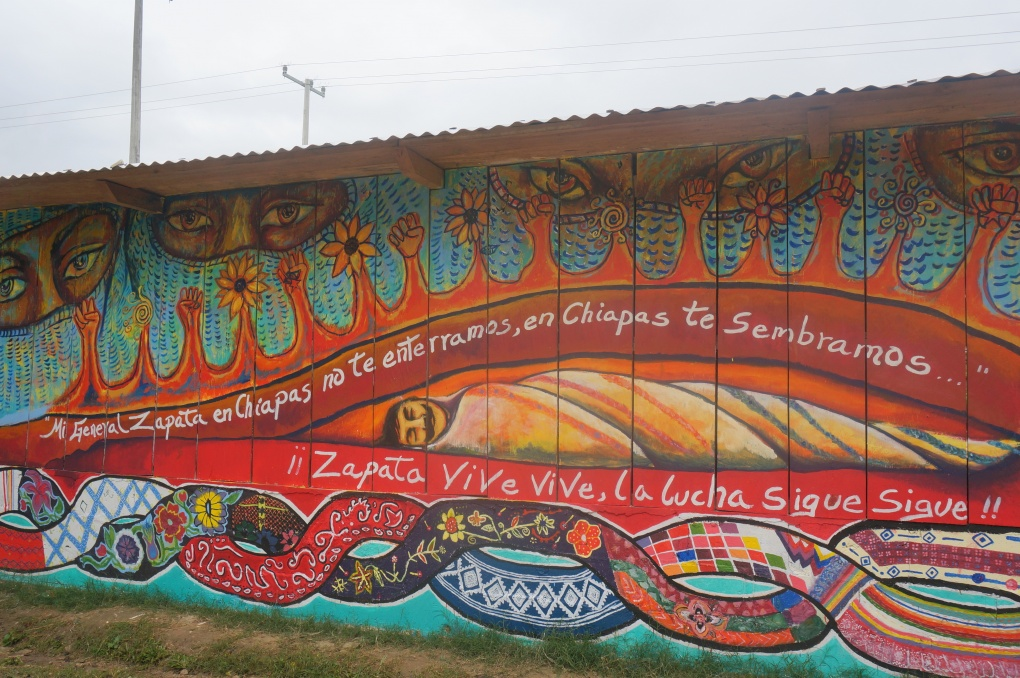 Galeano s mural in la realidad schools for chiapas for Mural zapatista